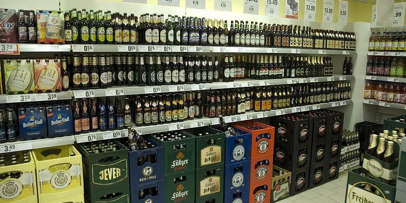 Bier im Supermarkt - Foto: wikipedia.org/Ralf Roletschek